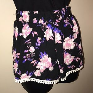 Charlotte Russe floral print shorts Small